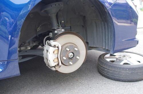 意外と安い、レヴォーグのタイヤの脱着料金(税込2,160円)。今後はガソリンスタンドでの脱着に決定